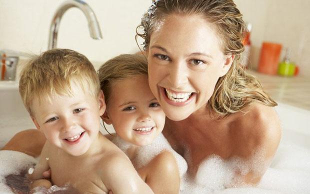 Limite de intimidade na hora do banho, por Leticia Barsotti!