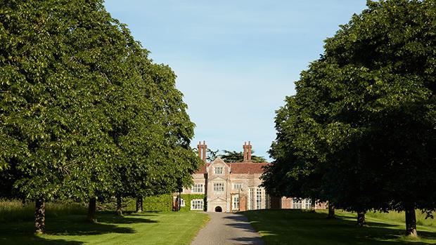 A mansão de Claudia Schiffer na Inglaterra!
