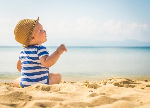 Bebê na praia: os cuidados necessários para um passeio tranquilo!