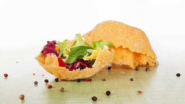 Receita para o finds: salada na cestinha de parmesão!