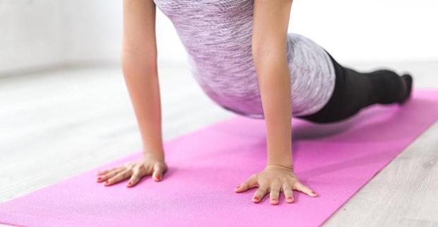Ortopedista indica sete exercícios para fazer em casa e fortalecer a coluna!