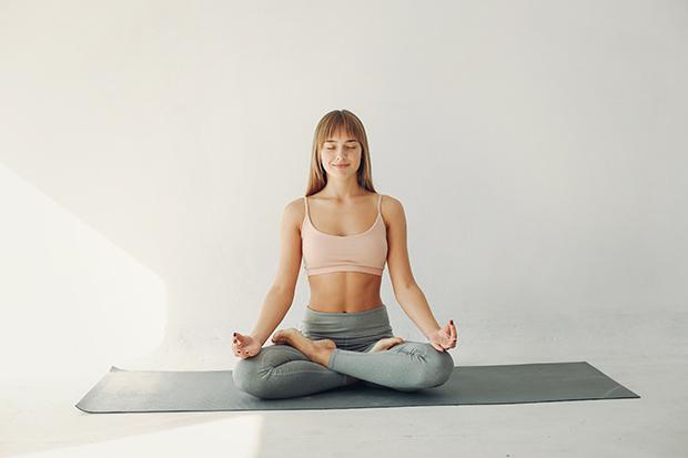Descubra por que o yoga pode ajudar a melhorar sua saúde mental!